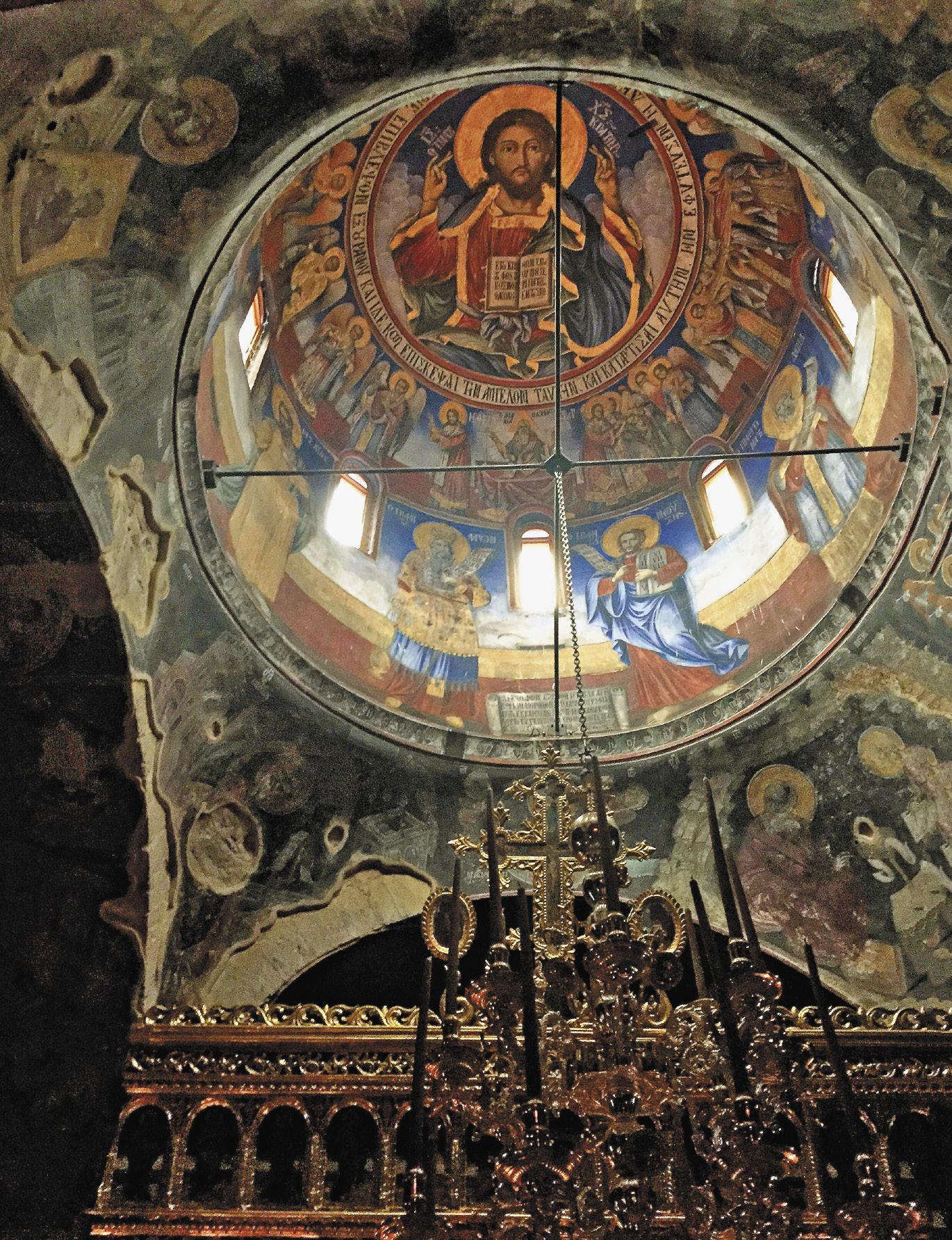 В храме монастыря Преподобного Никанора, относящемуся к 16 веку, поражает красота фресок и богатство внутреннего убранства.