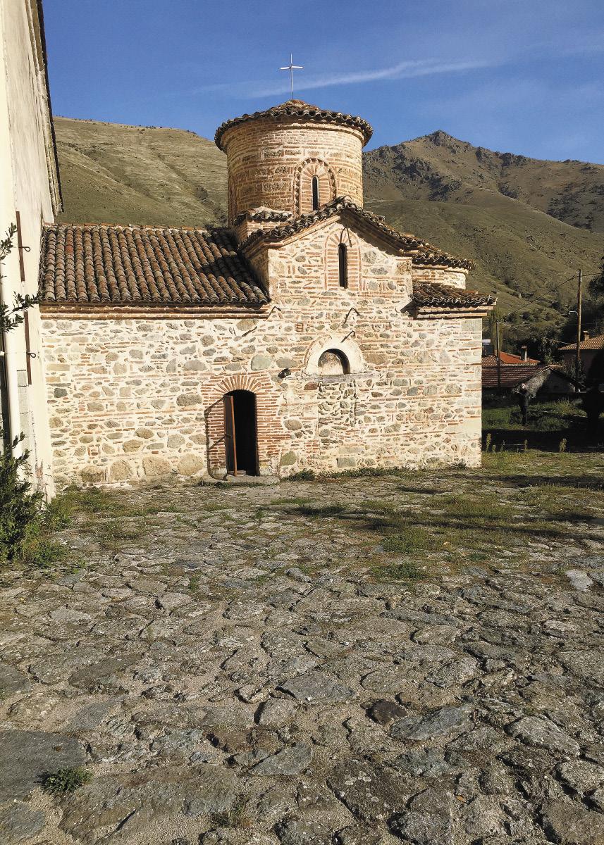 Старинные православные храмы Западной Македонии, как правило, небольшого размера. Многие из них хорошо сохранились – наружная кирпичная кладка такого качества, что, кажется, она была сделана совсем недавно.