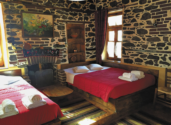 Местные отельчики и таверны очень колоритны. Македонцы являются очень гостеприимными хозяевами.