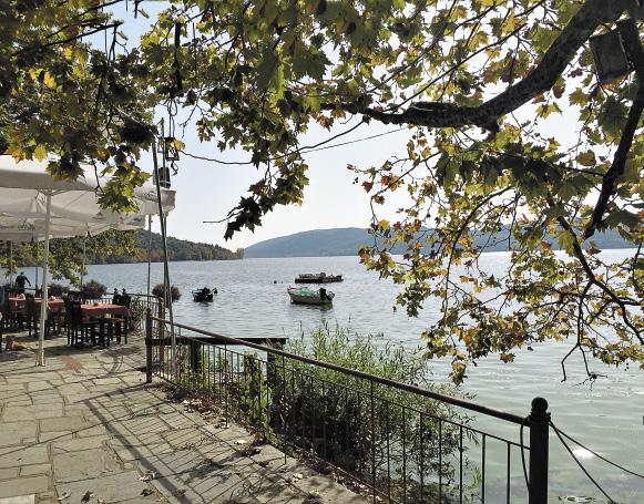 Озеро Орестиада в Касторье не уступает по живописности Женевскому.