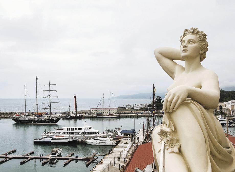 Морской порт Сочи хранит на себе печать нескольких архитектурных эпох.