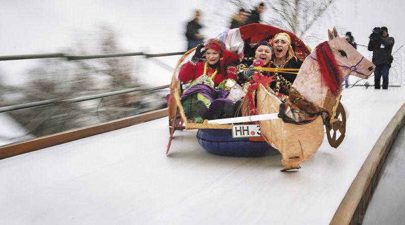 Прокатиться в санях – любимое зимнее развлечение. А на фестивале SaniDay в Санкт-Петербурге сани бывают оригинальные!