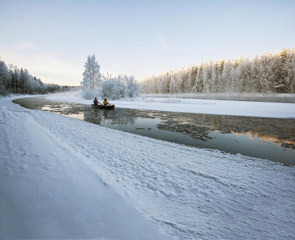 Снежные пейзажи реки Шуи завораживают, особенно если проплывать по ней на каноэ.