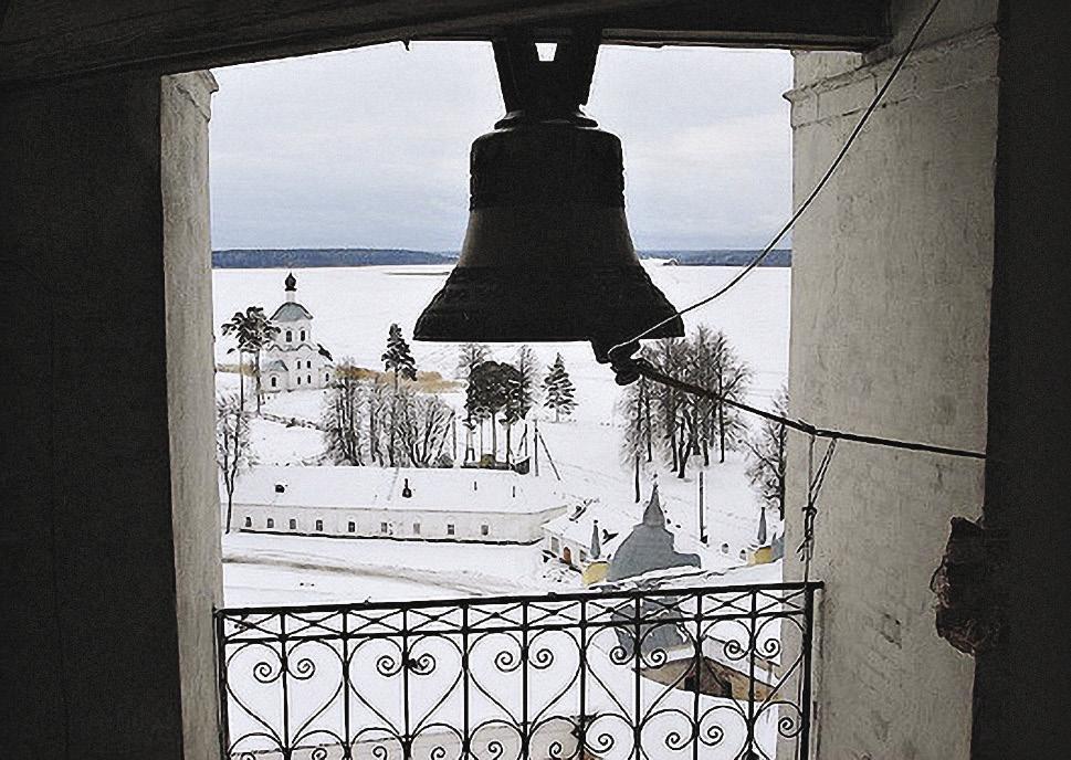 Высота колокольни Нило-Столобенского монастыря – 36 метров. С ее смотровой площадки открывается вид на все окрестности.