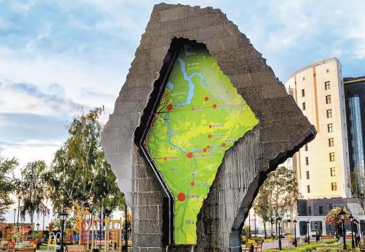 Фонтан в виде карты Тюменской области.
