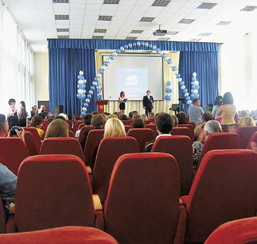 Вручение дипломов выпускникам.