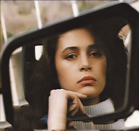 В боевике «Дураки умирают по пятницам» (1990 год) начинающая актриса блестяще справилась с ролью спасительницы главного героя.