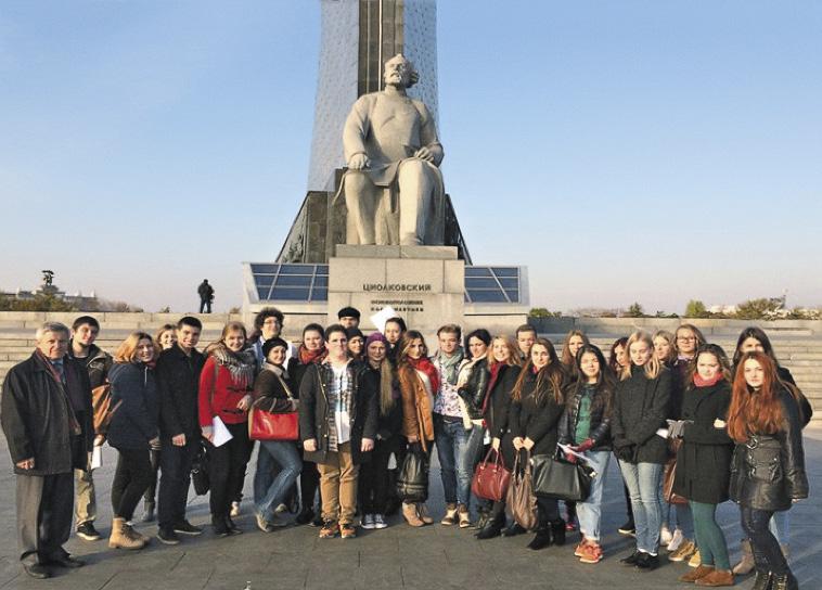 Студенты-волонтеры МГИИТа на Неделе космоса.