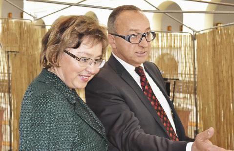 Ольга Ярилова и президент Лыжного Салона Михаил Мусиянц.