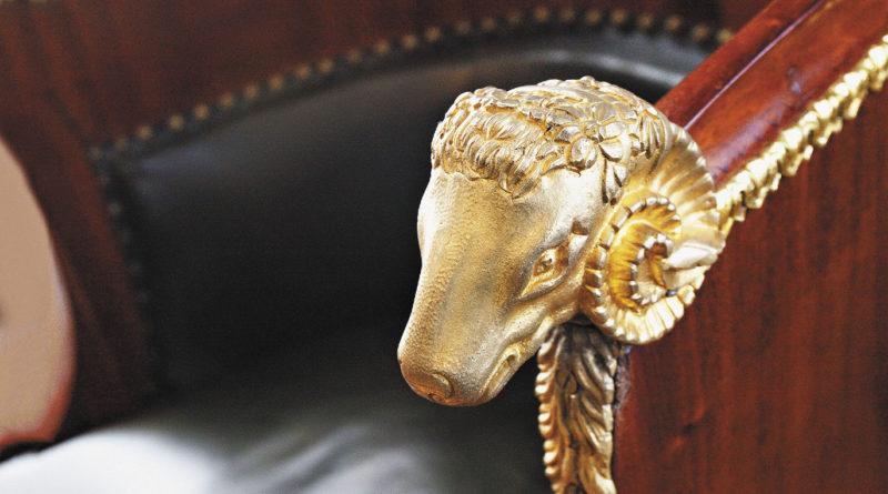Антикварная мебель в усадьбе «Мураново» хранит на себе печать прошедших веков.