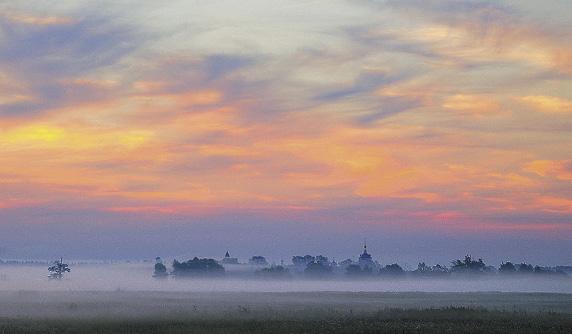 Николо-Пешношский монастырь основан в 1361 году учеником Сергия Радонежского Мефодием.