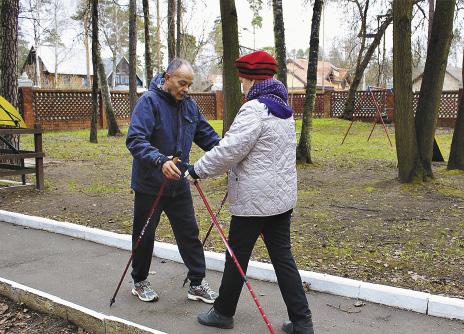Скандинавская ходьба в парке санатория «Удельная».