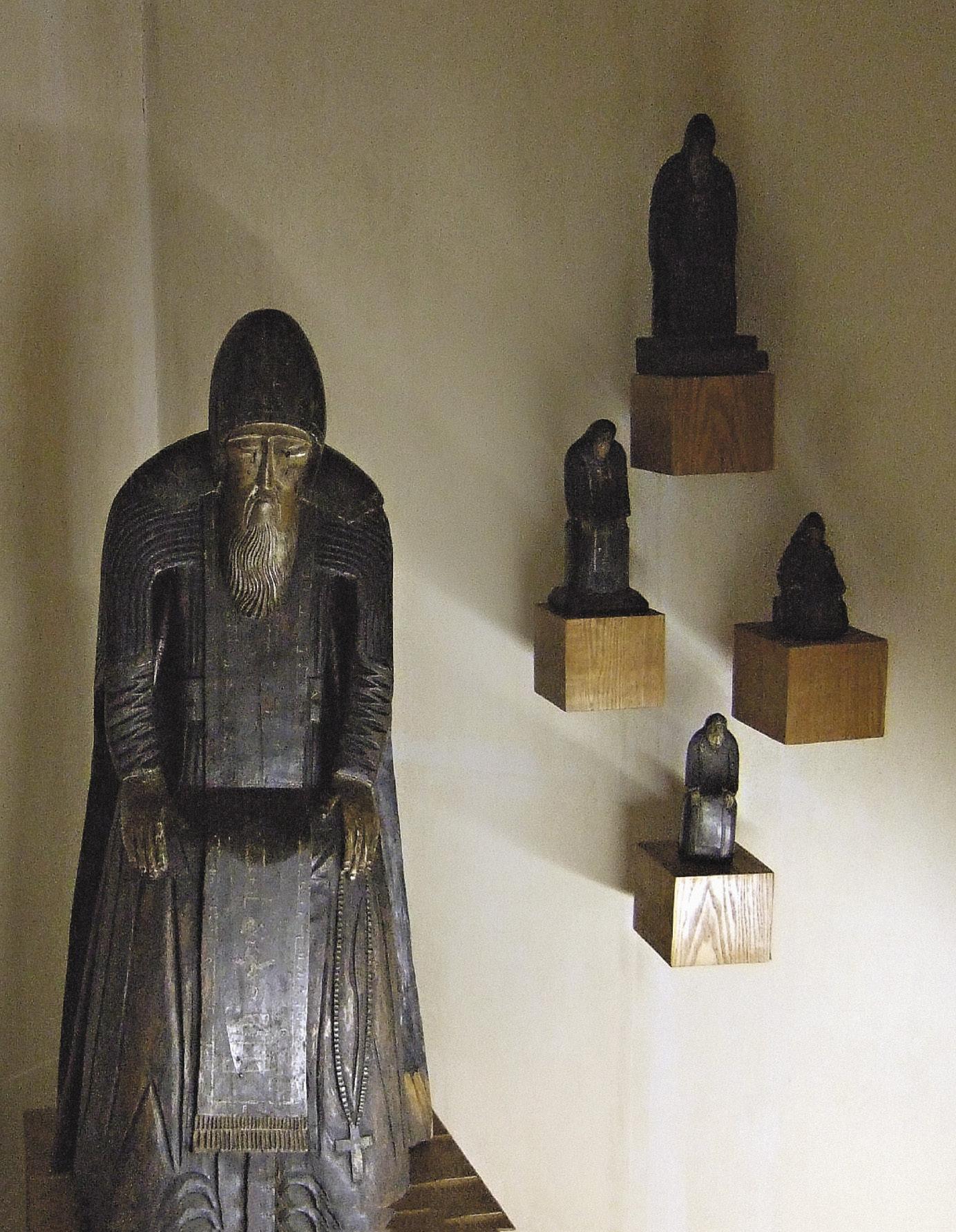 Скульптура Нила, в честь которого названа пустынь и остров Столобный.
