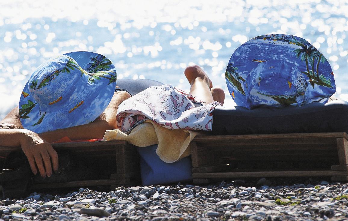 Теперь в Сочи, Ялте и других городах Черноморского побережья можно не только позагорать, но и оздоровиться в современных санаториях.