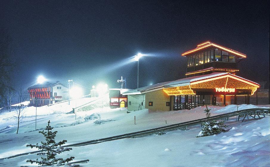 Ночные катания – фишка многих модных курортов.