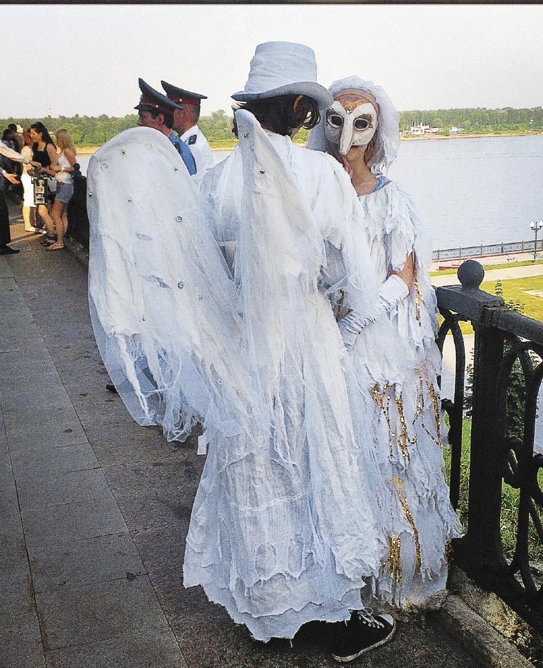 Фестиваль уличных театров в Ярославле собирает артистов из разных городов России.