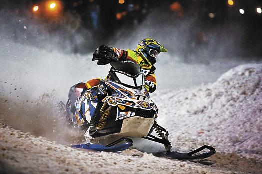 Любители экстремального спорта смогут покататься на снегоходах.