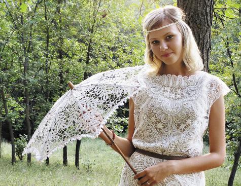 Кружево елецкое. Модницы используют в своих нарядах нежные кружевные изделия с характерным узором.