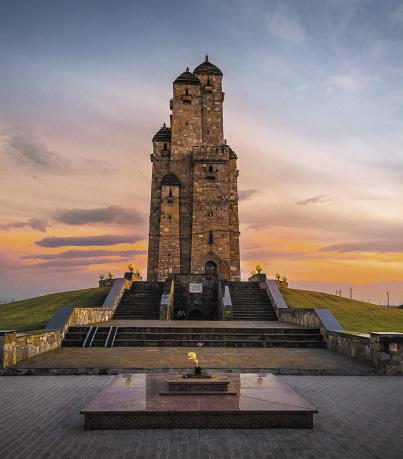 Мемориал памяти и славы – это памятник преданности и мужеству ингушского народа.