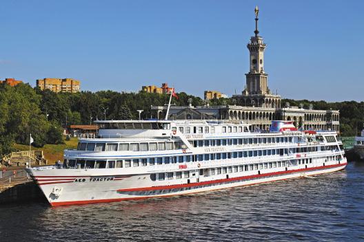 Северный речной вокзал, г. Москва, ткеплоход «Лев Толстой».