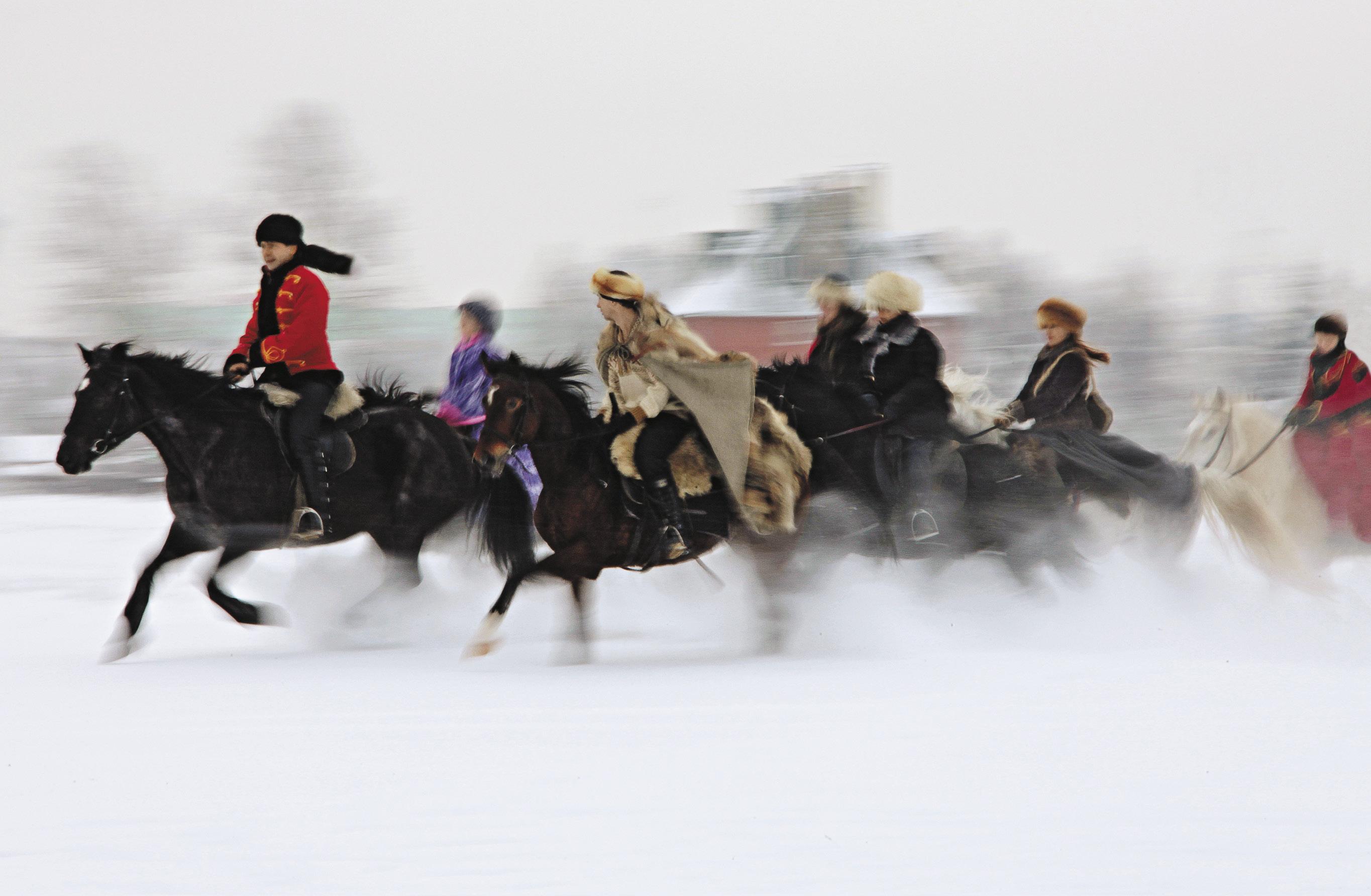 Реконструкция псовой конной охоты – это не только возрождение некогда забытых традиций наших пращуров, но и возможность ощутить лихой азарт охотничьей погони.