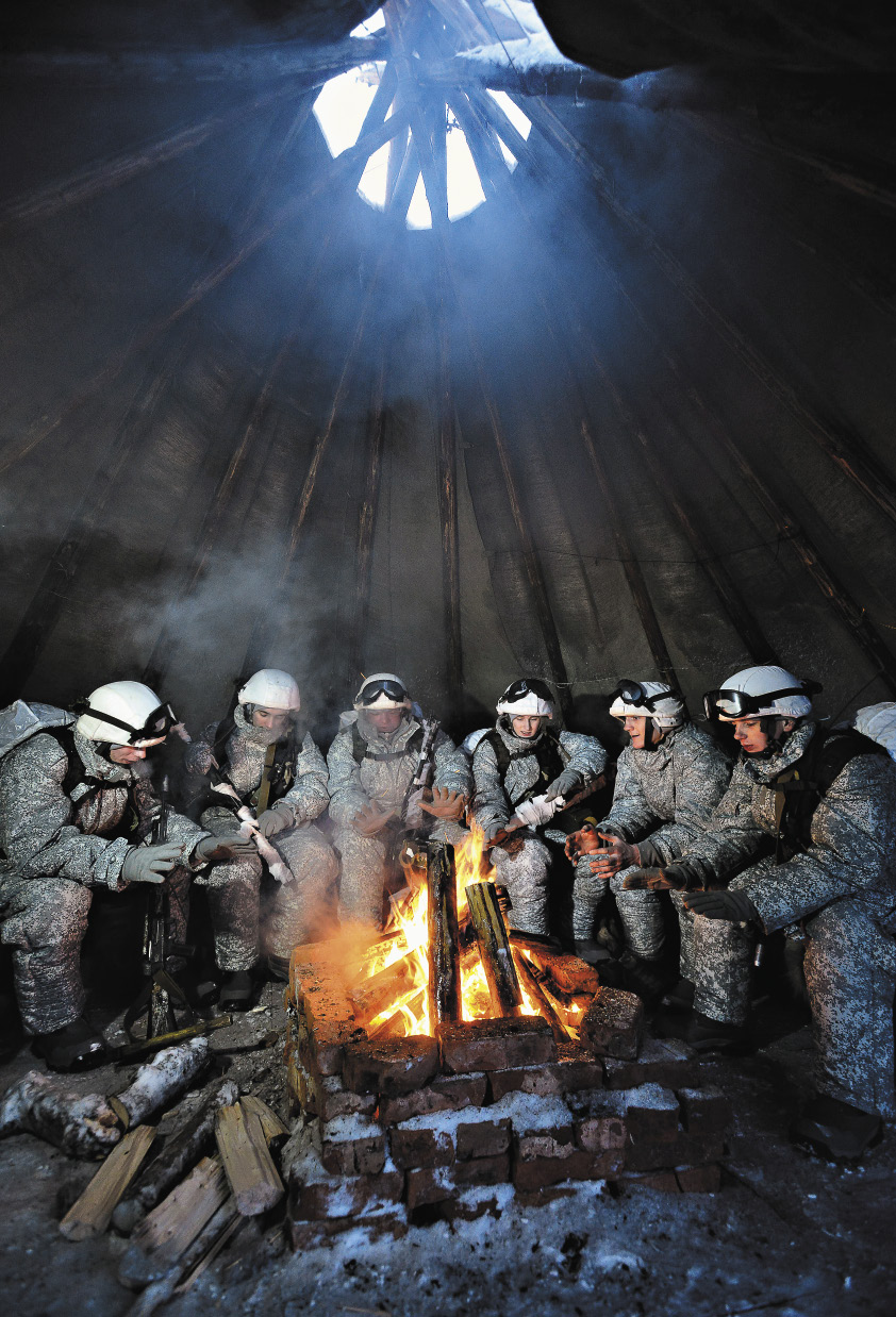 Чум устанавливается быстрее армейской палатки.