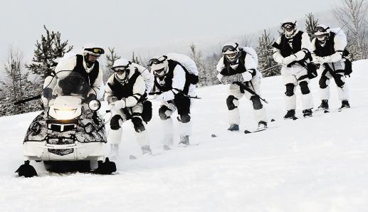 Со снегоходом, конечно, быстрее, и руками махать не надо.