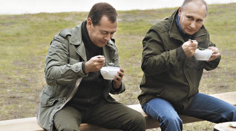 По мнению сенатора, туризм в России будет только развиваться (президент и премьер-министр в гостях у рыбаков на озере Ильмень)!