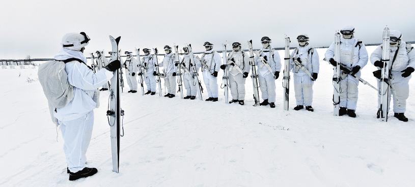 Если до армии на лыжах не стоял, то теперь научат.