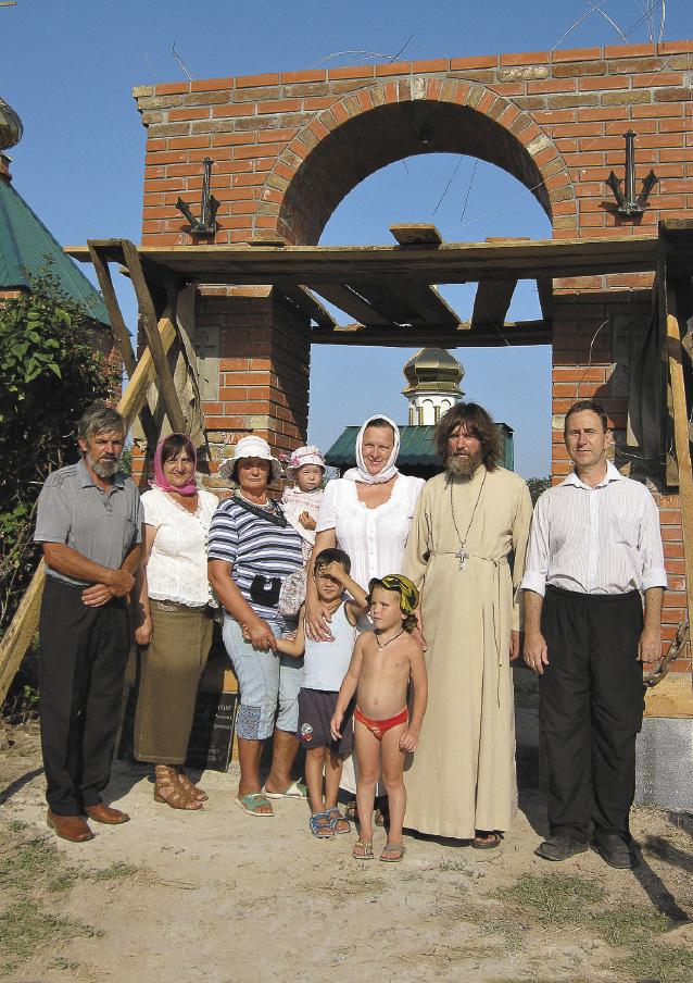 В августе 2013 года супруги открыли в украинском селе Атманай символическую «Арку мира».