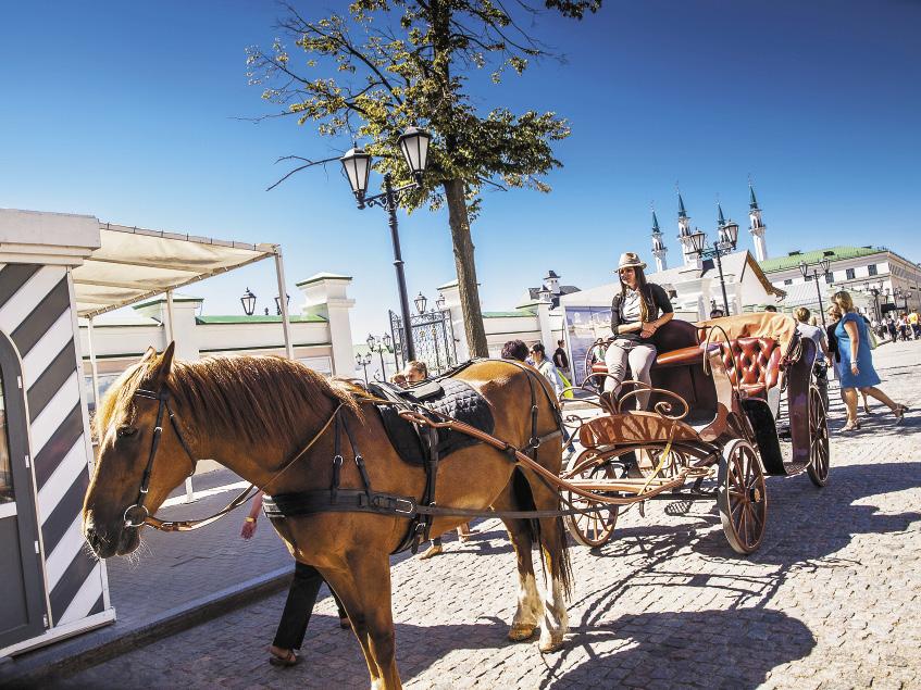 А еще в центре Казани можно прокатиться на старинной повозке!
