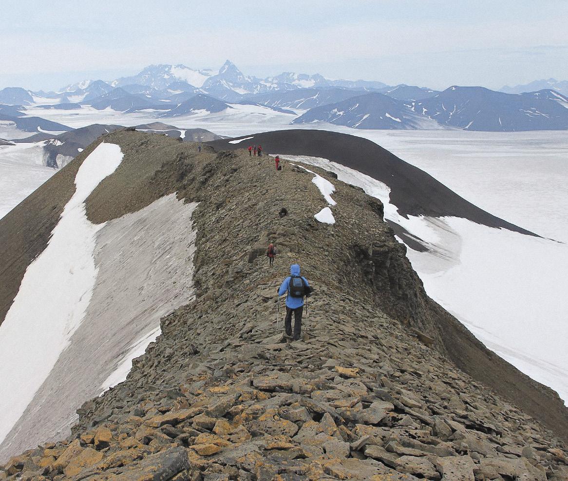 Гора Ловен на Шпицбергене всего 400 метров высотой, но покорить ее оказалось непросто.