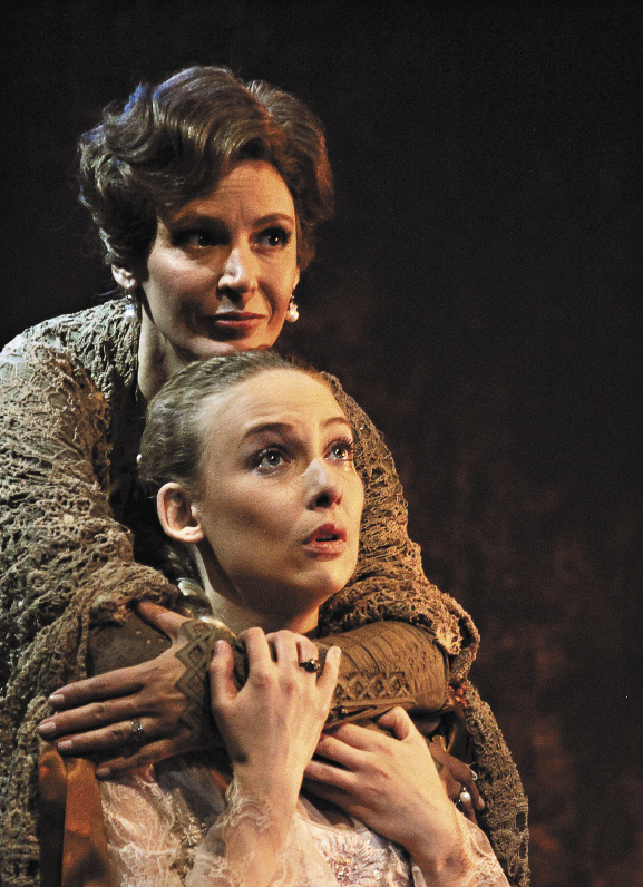 Лидия Вележева (в роли Софьи) в спектакле Театра Вахтангова «Люди как люди».