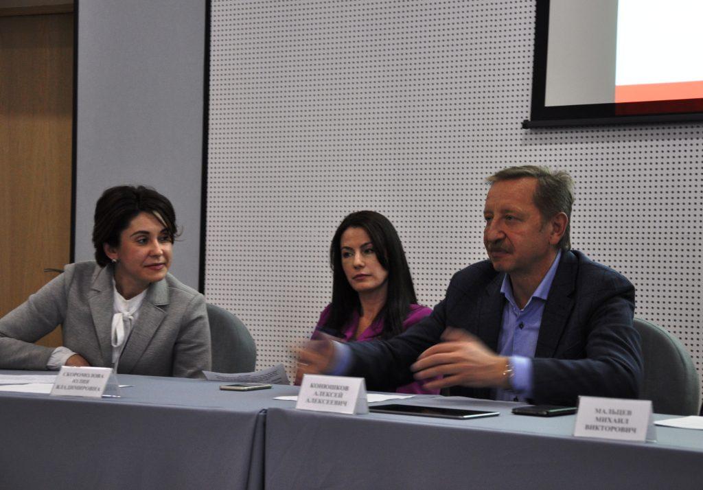 Марина Жулина,Юлия Скоромолова и Алексей Конюшков на координационной сессии