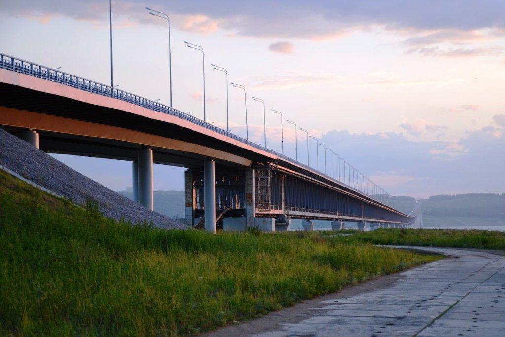 Президентский двухярусный мост - самый длинный в России
